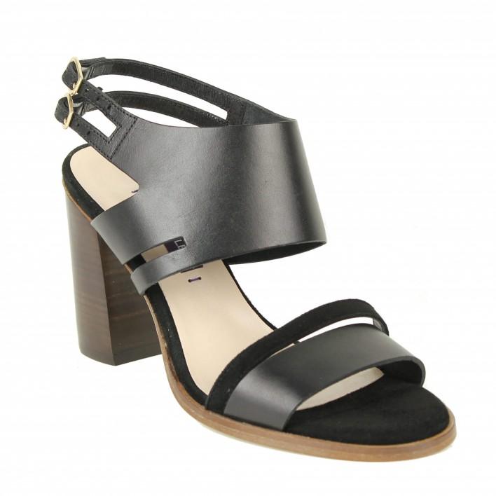 parallèle sandales noires