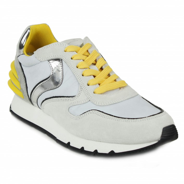 voile blanche sneakers grises